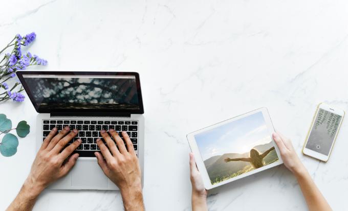her får du et kraftfuldt e-kursus i, hvordan du bruger Loven om Tiltrækning med din sjæl som guide